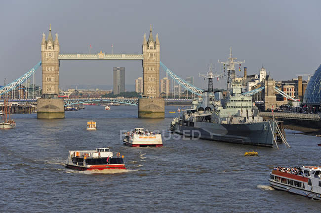 Royaume-Uni, Londres, Tower Bridge et croisière sur la Tamise — Photo de stock