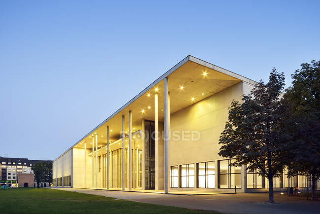 Germania, Baviera, Monaco di Baviera, Pinakothek der Moderne all'ora blu — Foto stock