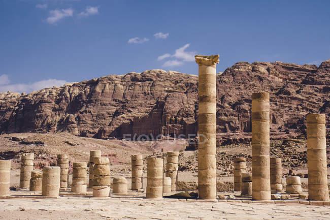 Йорданія, Петра, стародавні collumns денний час — стокове фото