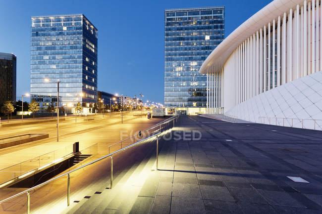 Veduta di Philharmonie Luxembourg in serata, Architetto Christian de Portzamparc, Kirchberg, Lussemburgo — Foto stock