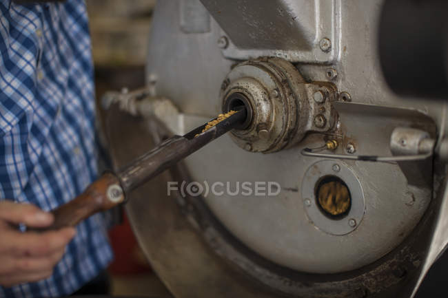 Man operating machine in factory — Stock Photo