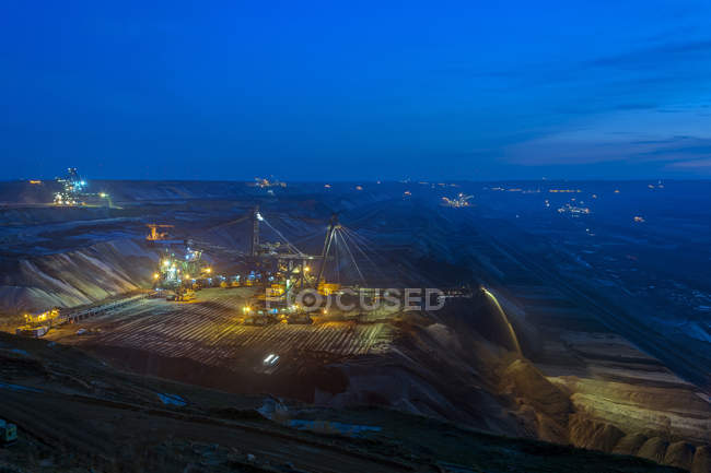 Alemania, Renania del Norte-Westfalia, Grevenbroich, mina de superficie Garzweiler, hora azul - foto de stock