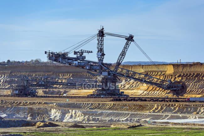 Alemania, Renania del Norte-Westfalia, Grevenbroich, vista a la excavadora de cubo-rueda en la minería de carbón marrón Garzweiler - foto de stock