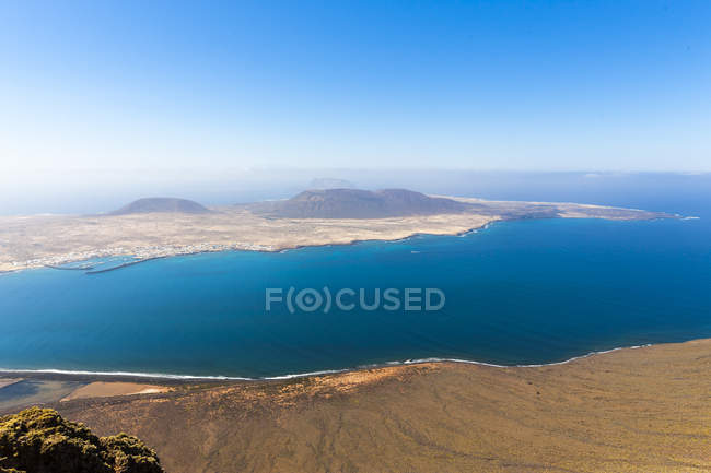 Spain, Canary Islands, Lanzarote, view on Island La Graciosa from Mirador del Rio — Stock Photo
