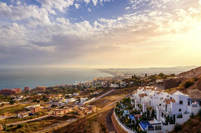 España, Andalucía, Málaga Provincia, Marbella, Panorama durante el día - foto de stock