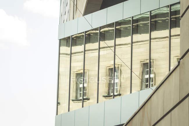 Germania, Berlino, parte della facciata dell'ambasciata britannica durante il giorno — Foto stock