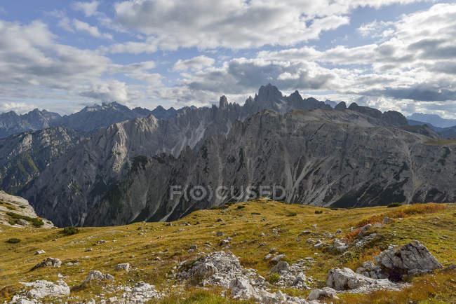 Italien, Venetien, Dolomiten, Berglandschaft am Tre cime di lavaredo — Stockfoto