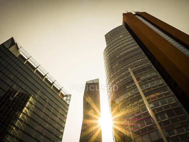 Austria, Viena, Donau City, STRABAG-Haus, DC Tower 1 y Andromeda Tower - foto de stock