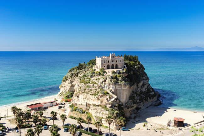 Italia, Calabria, Tropea, chiesa di pellegrinaggio Santa Maria dell'Isola — Foto stock