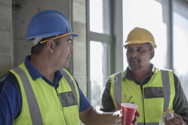 Two construction workers having a break on construction site — Stock Photo
