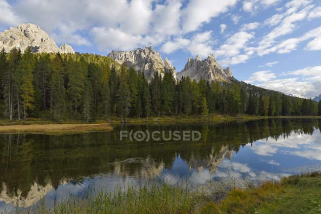 Italie, Vénétie, Dolomites, Paysages de montagne à la Tre Cime di Lavaredo — Photo de stock