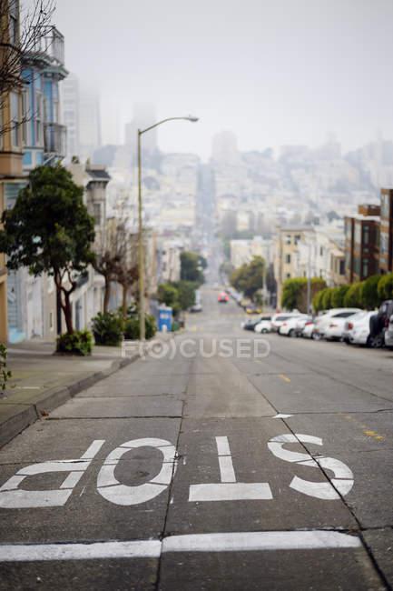 EUA, Califórnia, São Francisco, paisagem urbana com vista para a Union Street em dia de mau humor — Fotografia de Stock