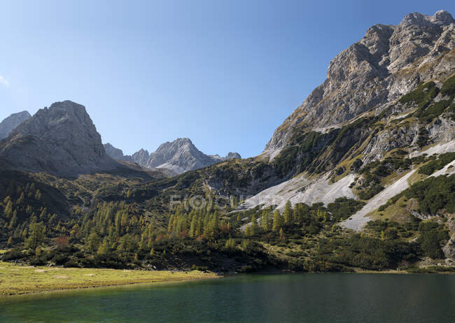Austria, Tyrol, Ehrwald, Seebensee in autumn — Stock Photo