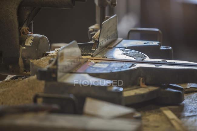 Електроінструмент в майстерні — стокове фото