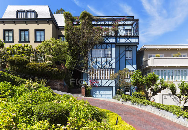 USA, California, San Francisco, Houses at Lombard Street — Stock Photo