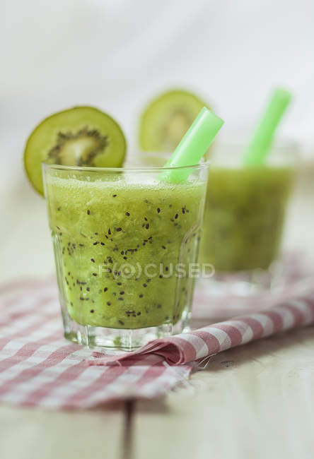 Kiwi spritzer with apple cider — Stock Photo
