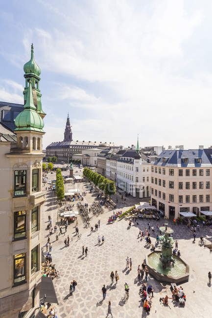 Denmark, Copenhagen, Stroget, shopping area, Amagertorv square with fountain — Stock Photo