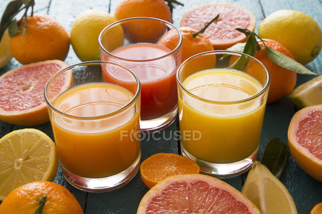 Óculos de sumo de laranja, sumo de toranja e sumo multivitamínico — Fotografia de Stock