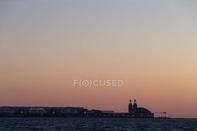 USA, illinois, Chicago, Navy Pier und Michigansee am Abend — Stockfoto