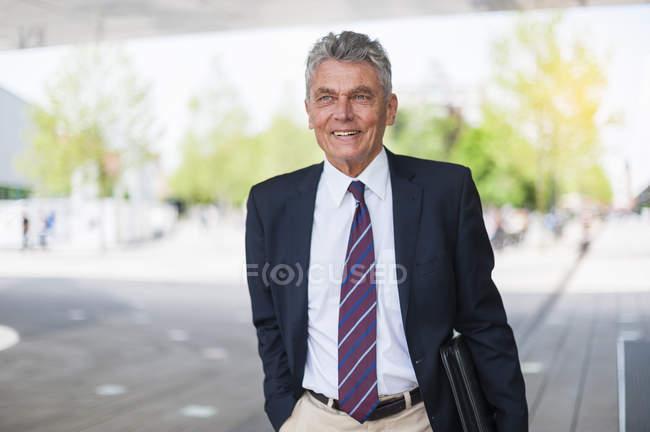 Портрет довіреного старшого бізнесмена — стокове фото