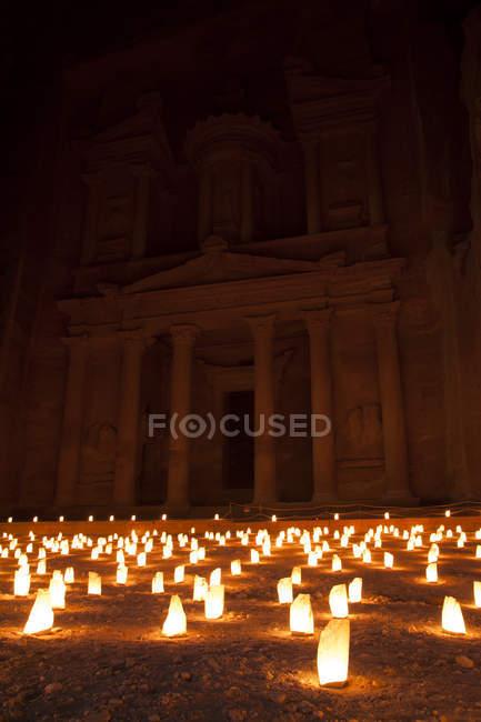 Jordan, Petra, Candles in front of Al Khazneh,Tresury at night — Stock Photo