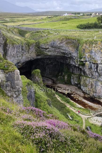 Großbritannien, Schottland, Haltbarkeit, Eingang zur Smoo-Höhle — Stockfoto