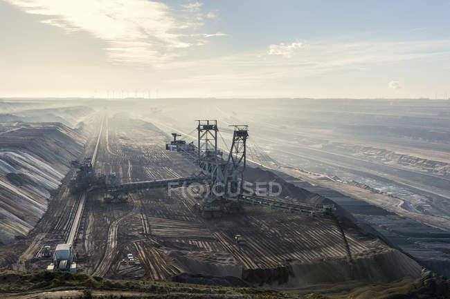 Allemagne, Rhénanie-du-Nord-Westphalie, Grevenbroich, mine de surface Garzweiler, gerbeur — Photo de stock