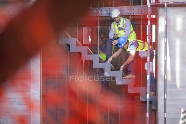 Men with reflective vests on construction site — Stock Photo