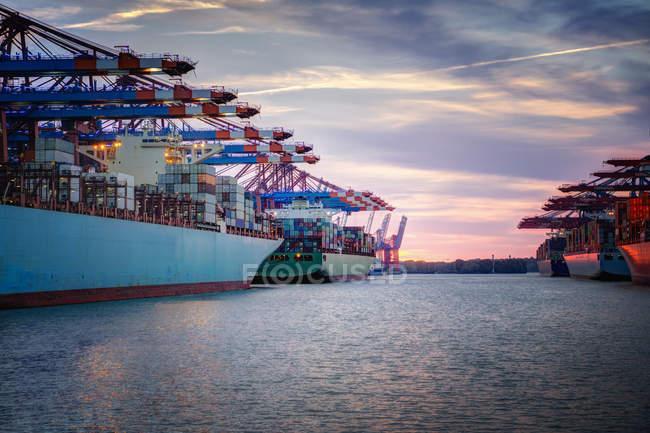 Germany, Hamburg, container ships in harbor — Stock Photo