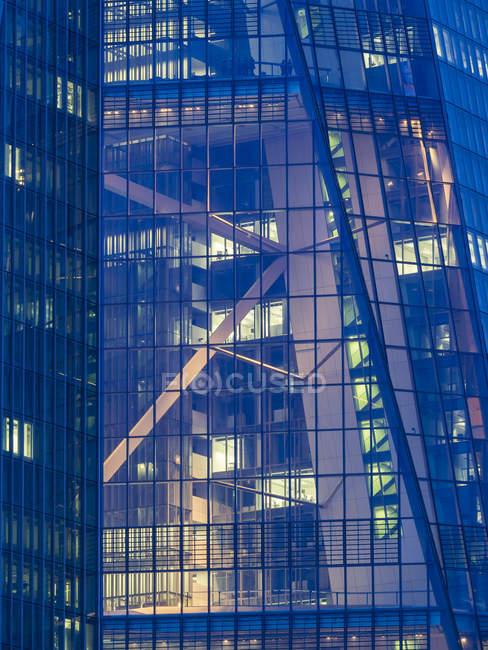 Veduta da vicino della facciata della Banca centrale europea a Francoforte, Germania — Foto stock
