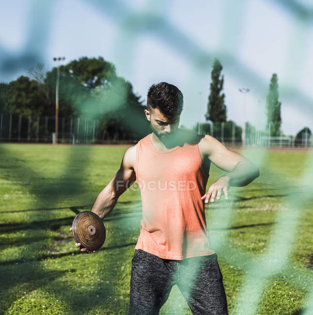 Young sporty caucasian male discus thrower — Stock Photo