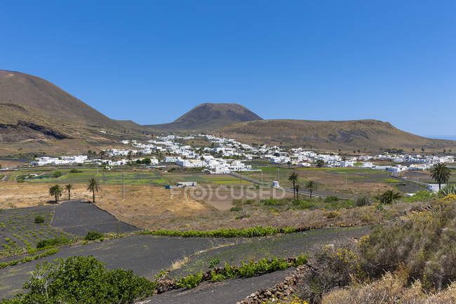 Spain, Canary Islands, Lanzarote, Maguez, Village Haria and Volcano Monte Corona in the background — Stock Photo
