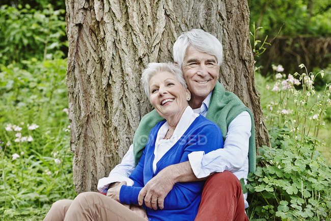 Senior couple enjoying nature in park — Stock Photo