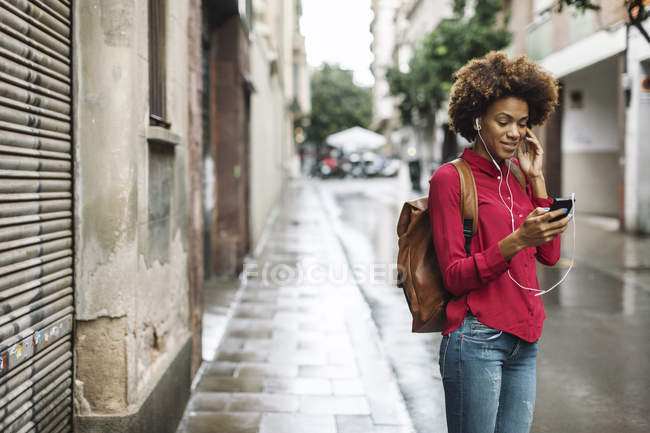 Woman listening music with earphones — Stock Photo