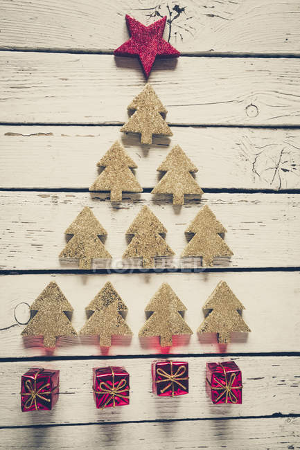 Christmas tree build of fir trees and little red Christmas gift boxes — Stock Photo