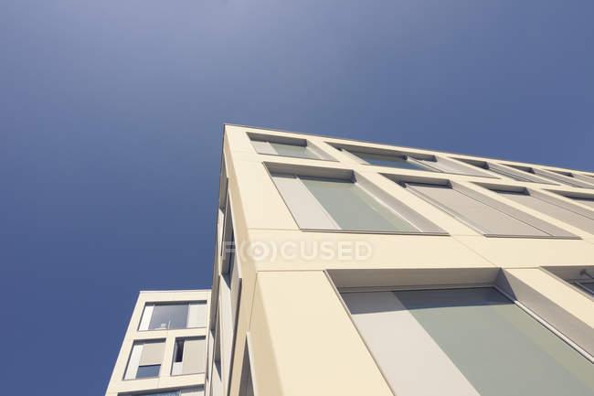 Germania, Berlino, facciata di nuova costruzione casa plurifamiliare — Foto stock