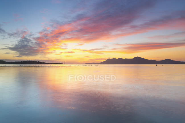 Scenic view of Badia d'Alcudia in the morning light, Can Picafort, Mallorca, Balearic Islands, Spain — Stock Photo