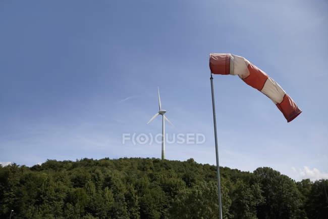Manche à air et le vent turbine — Photo de stock
