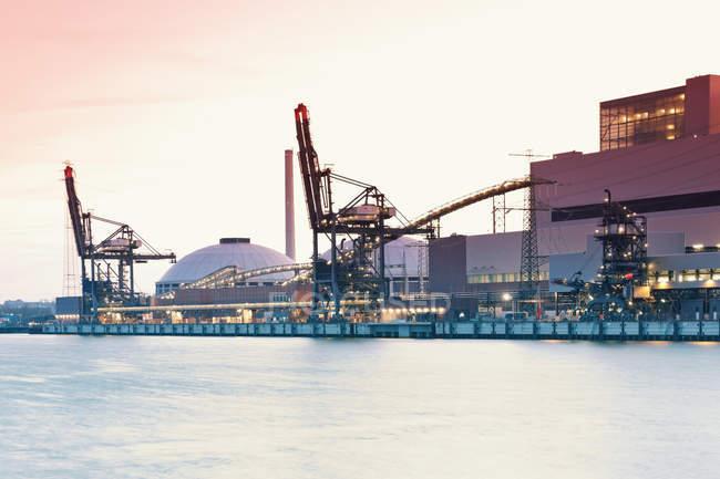 Germania, Amburgo, Centrale elettrica a carbone Moorburg sul fiume Elba — Foto stock