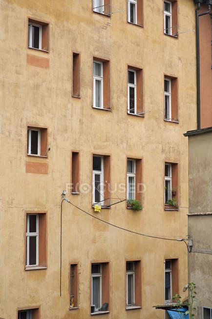Німеччина, назад збоку старий будинок декількох сімей — стокове фото
