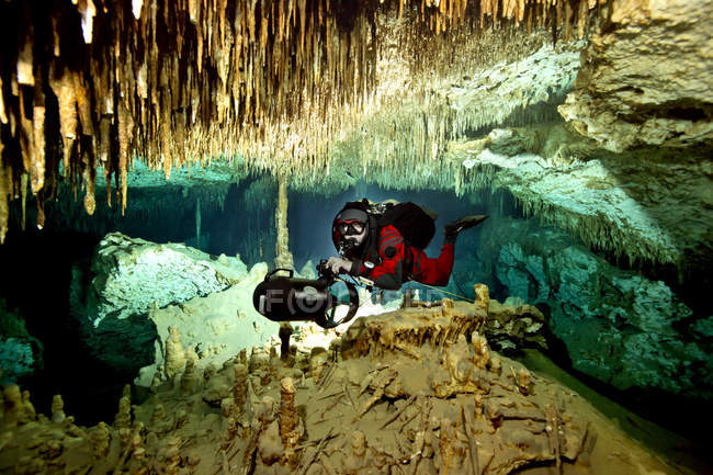 Male diver swimming in cave — Stock Photo