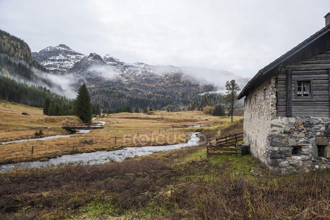 Австрія, Зальцбург держави, Untertauern, Альпійський пейзаж у листопаді — стокове фото