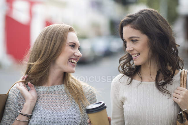 Portrait of two female friends on shopping tour — Stock Photo