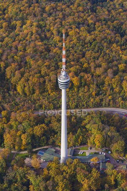 Alemania, Baden-Wuerttemberg, Stuttgart, vista aérea de la torre de TV durante el día - foto de stock