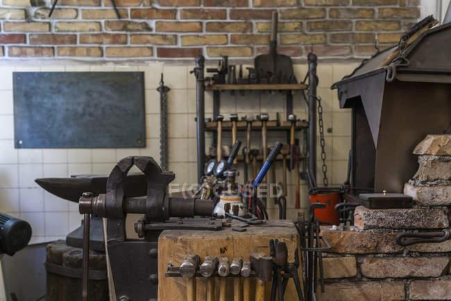 Перегляд інструменти в майстерні нож maker — стокове фото