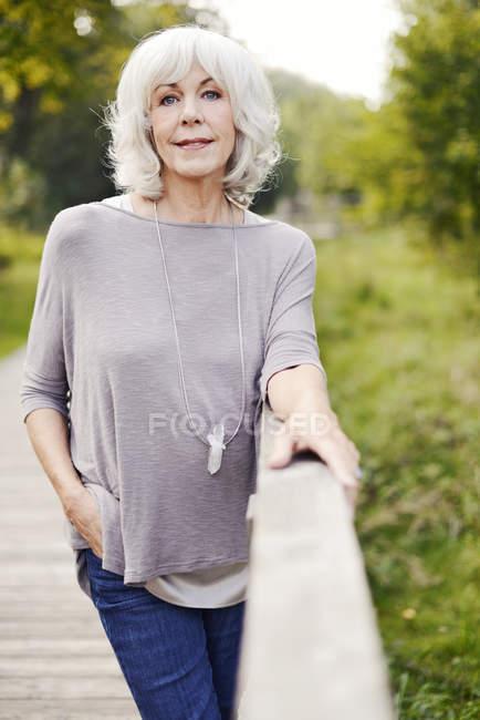 Портрет белой шерстью старшие женщины — стоковое фото