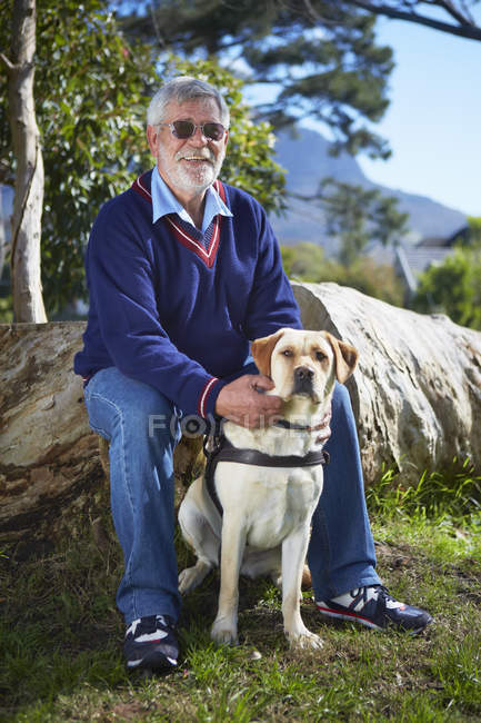 Portrait of visually impaired man and his guide dog — Stock Photo