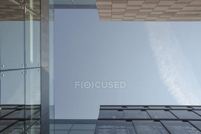 Части современных фасадов, глаз экстремального червя — стоковое фото