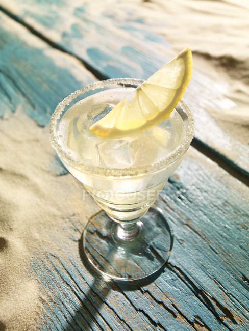 Sour cocktail with lemon slice on wooden table — Stock Photo