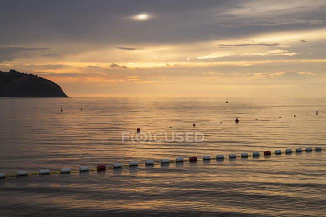 Côte Adriatique dans la soirée, la Slovénie, Istrie, Littoral slovène, Izola — Photo de stock